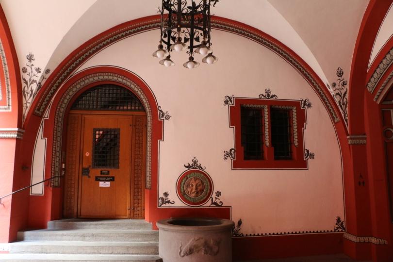 Basil CH, city hall entrance