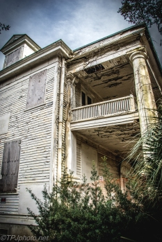 Abandoned Southern Great House - Click To Enlarge