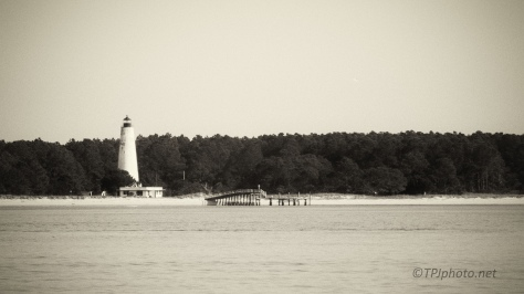 Old Working Lighthouse - click to enlarge