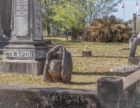 Grave Side Statue - click to enlarge