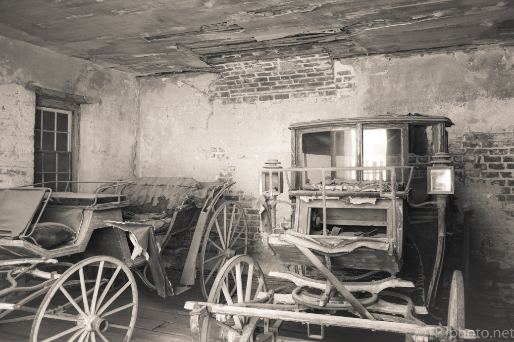 Carriages For Around Town, Old Charleston - click to enlarge