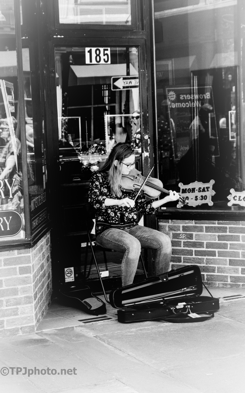 Street Music, Ilford ASA 400 Film Filter - click to enlarge