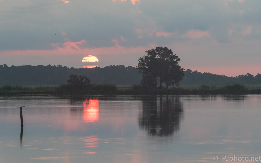 Red Sun In The Morning, Sailors Warning... click to enlarge