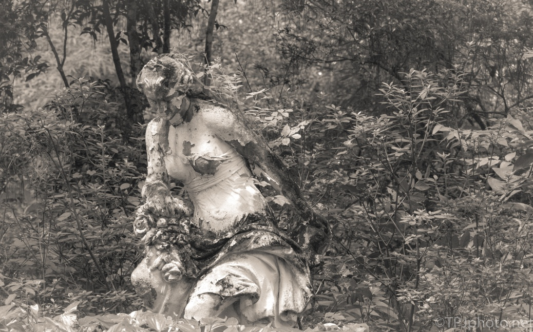 Old Plantation Garden Statue - click to enlarge