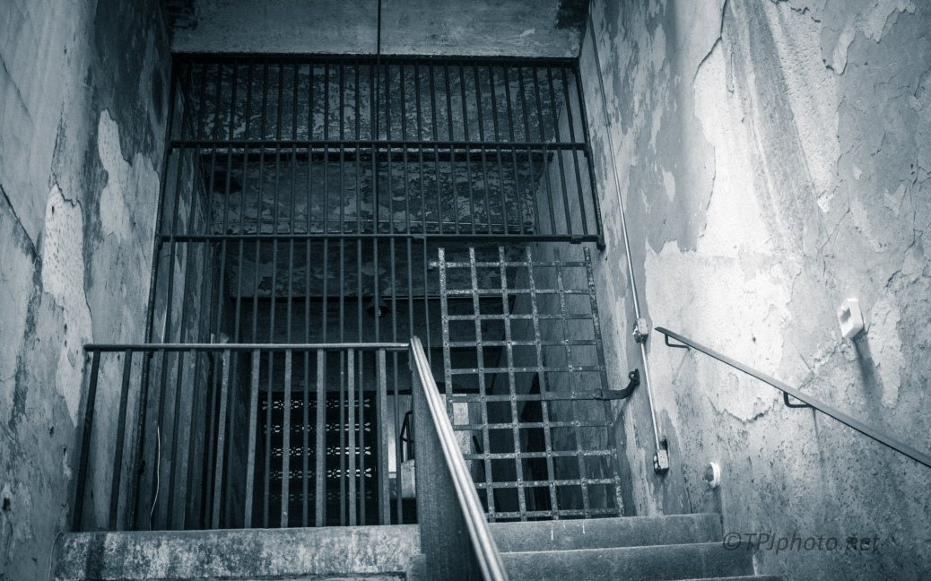 Entering The Old Charleston Jail - click to enlarge