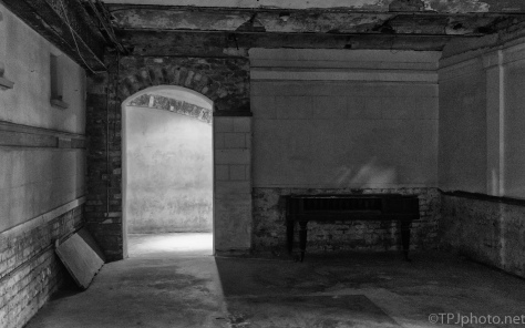 The Waiting Room, Old Charleston Jail - click to enlarge
