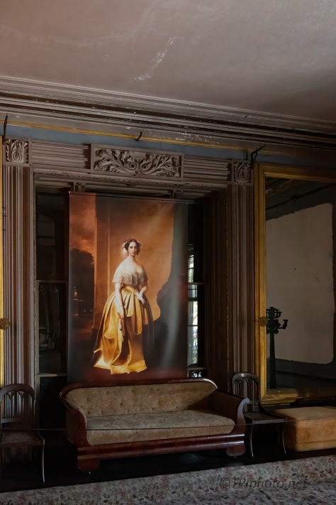 In An Old Parlor